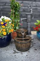 Ubbink Wasserspiel Las Vegas Springbrunnen Set Holzfass Gartenbrunnen Brunnen
